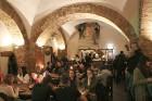 Travelnews.lv konstatē, ka Vecrīgas «Folkklubs Ala Pagrabs» ir ļoti populārs jauniešu un ārzemnieku vidū 10