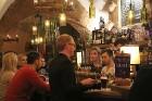Travelnews.lv konstatē, ka Vecrīgas «Folkklubs Ala Pagrabs» ir ļoti populārs jauniešu un ārzemnieku vidū 20
