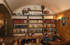 Travelnews.lv konstatē, ka Vecrīgas «Folkklubs Ala Pagrabs» ir ļoti populārs jauniešu un ārzemnieku vidū 21
