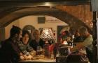 Travelnews.lv konstatē, ka Vecrīgas «Folkklubs Ala Pagrabs» ir ļoti populārs jauniešu un ārzemnieku vidū 25
