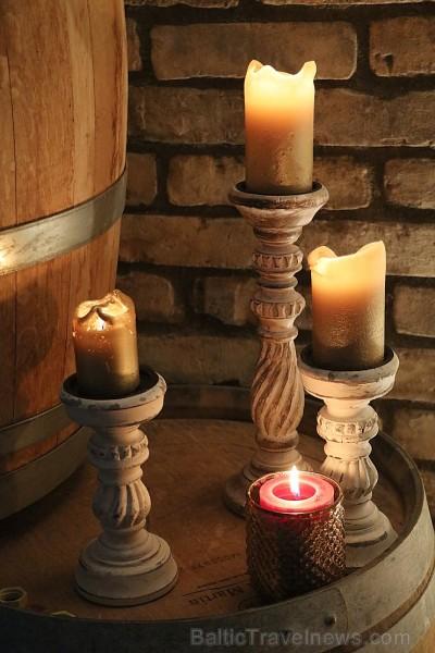 Travelnews.lv viesojas pie ABAVAS ģimenes vīna darītavas saimniekiem