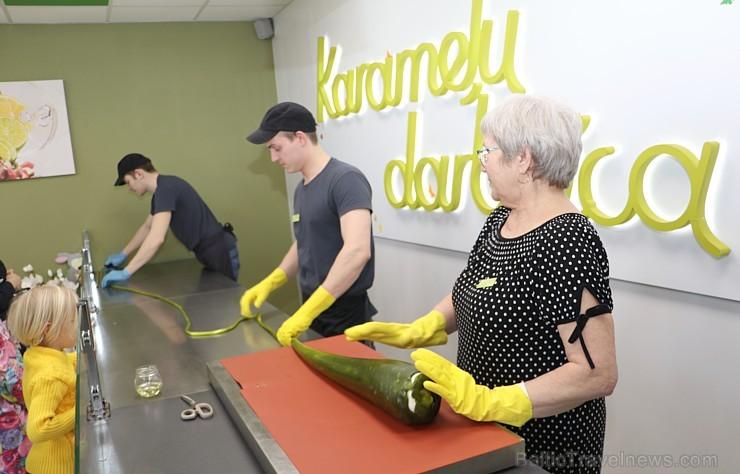 Travelnews.lv apmeklē garšīgu tūrisma objektu «Karameļu darbnīca» Jelgavā