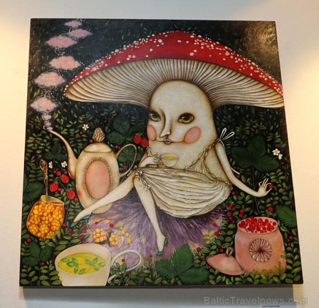 Rīgas restorānā «Vīna Studija» Stabu ielā ir skatāma mākslinieces Ilvitas Didrihsones personālizstāde «Sarunas caur puķēm»