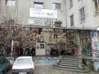 Urbānās Parīzes nekurienes vidū - mākslinieku mājā - meklējams smalks restorāniņš «The Office» 2
