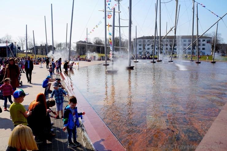 Ventspilī norisinās lielākās strūklakas «Fregate Valzivs»  modināšana