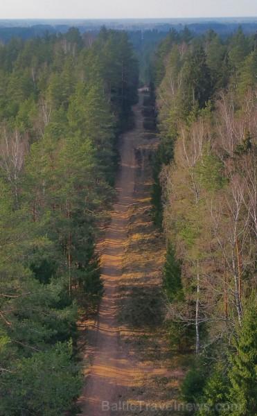 Travelnews.lv ar velosipēdiem izbrauc pavasarīgos Ogres Zilos kalnus