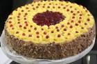 Recepšu grāmata «100 kūkas un 1 svecīte» noderēs katrai svētku galda saimniecei 1
