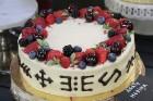Recepšu grāmata «100 kūkas un 1 svecīte» noderēs katrai svētku galda saimniecei 2