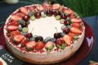 Recepšu grāmata «100 kūkas un 1 svecīte» noderēs katrai svētku galda saimniecei 5