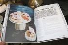 Recepšu grāmata «100 kūkas un 1 svecīte» noderēs katrai svētku galda saimniecei 7