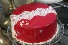 Recepšu grāmata «100 kūkas un 1 svecīte» noderēs katrai svētku galda saimniecei 14