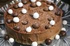 Recepšu grāmata «100 kūkas un 1 svecīte» noderēs katrai svētku galda saimniecei 22