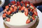 Recepšu grāmata «100 kūkas un 1 svecīte» noderēs katrai svētku galda saimniecei 33