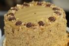 Recepšu grāmata «100 kūkas un 1 svecīte» noderēs katrai svētku galda saimniecei 41
