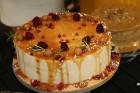 Recepšu grāmata «100 kūkas un 1 svecīte» noderēs katrai svētku galda saimniecei 45
