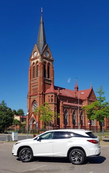 Travelnews.lv ar jauno 7-vietīgo «Lexus RX 450hL» apceļo Jelgavu, Jūrmalu, Talsus un Rīgu
