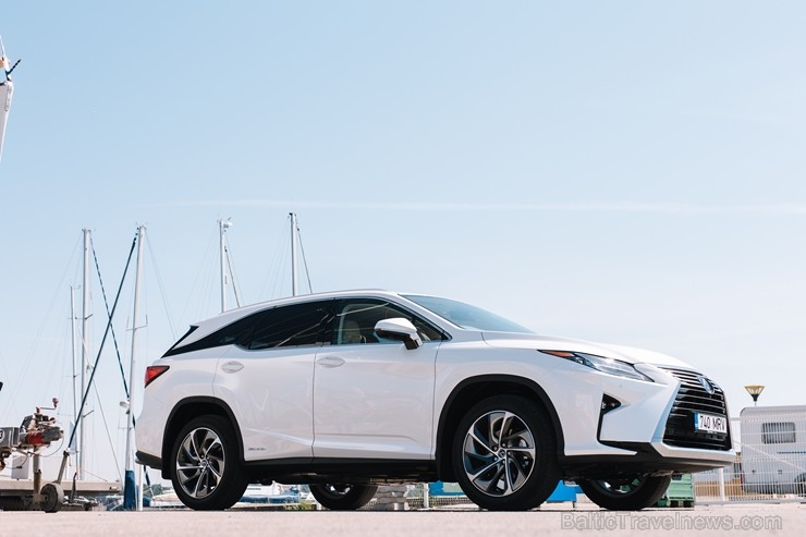 Japāņu premium klases zīmols piedāvā «Lexus RX 450hL» Jūrmalas skatos
