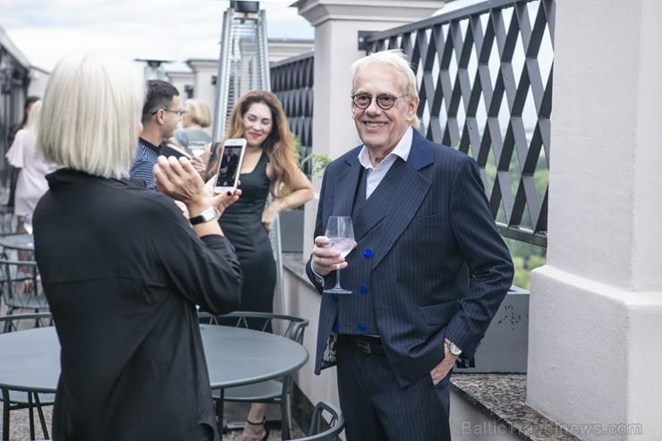 «Grand Hotel Kempinski Riga» atklāj panoramas bāru-restorānu «Stage 22»