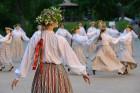 Cēsīs ar kauju rekonstrukciju un dejām, svin Latvijas Uzvaras dienu 63