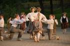 Cēsīs ar kauju rekonstrukciju un dejām, svin Latvijas Uzvaras dienu 70