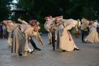Cēsīs ar kauju rekonstrukciju un dejām, svin Latvijas Uzvaras dienu 73