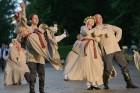 Cēsīs ar kauju rekonstrukciju un dejām, svin Latvijas Uzvaras dienu 74