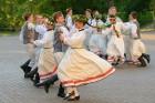 Cēsīs ar kauju rekonstrukciju un dejām, svin Latvijas Uzvaras dienu 80