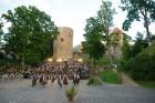 Cēsīs ar kauju rekonstrukciju un dejām, svin Latvijas Uzvaras dienu 85