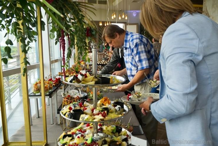 «Bellevue Park Hotel Riga» skaisto jumta terasi «Le Sommet» atklāj ar bagātīgu ballīti