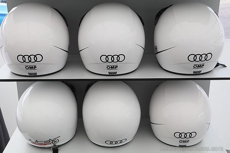 Travelnews.lv iespiež grīdā Audi RS3 un Audi RS4 akseleratora pedāli
