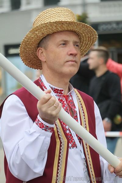 Dziesmu un deju svētku atklāšanas gājiens pulcē Rīgā visus Latvijas novadus (601-700)