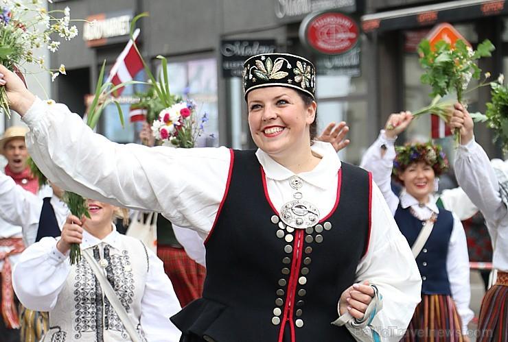 Dziesmu un deju svētku atklāšanas gājiens pulcē Rīgā visus Latvijas novadus (701-800)
