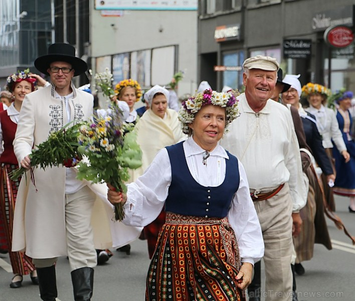 Dziesmu un deju svētku atklāšanas gājiens pulcē Rīgā visus Latvijas novadus (801-845)