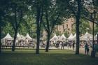 Rīgas centrā tiek baudīti Dziesmu svētki un izmeklēti ēdieni 10