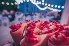 Rīgas centrā tiek baudīti Dziesmu svētki un izmeklēti ēdieni 14