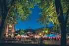Rīgas centrā tiek baudīti Dziesmu svētki un izmeklēti ēdieni 17
