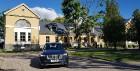 Travelnews.lv ar jauno «Volvo XC90» izbauda Skrundas muižas viesmīlību 2
