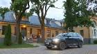 Travelnews.lv ar jauno «Volvo XC90» izbauda Skrundas muižas viesmīlību 56