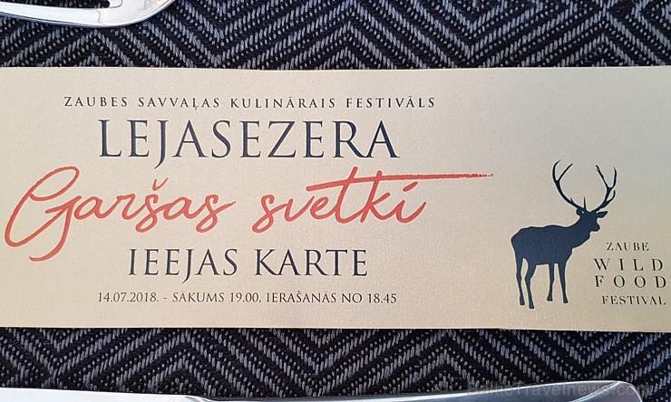 Travelnews.lv 14.07.2018. izbauda «Lejasezera garšas svētki» Zaubē zem Zaubes slavenā dižozola. Bildēts ar Samsung Galaxy Note8