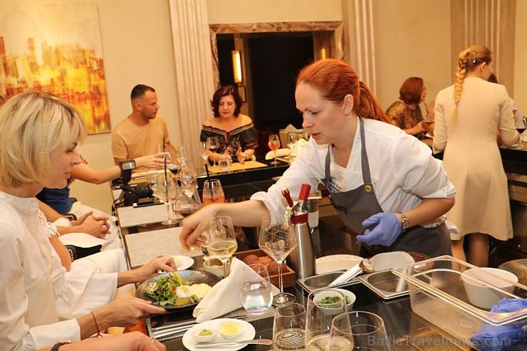 Šefpavāre Svetlana Riškova pēc pasūtījuma rīko gastronomisko piedzīvojumu «Šefpavāra galds Kempinski gaumē»
