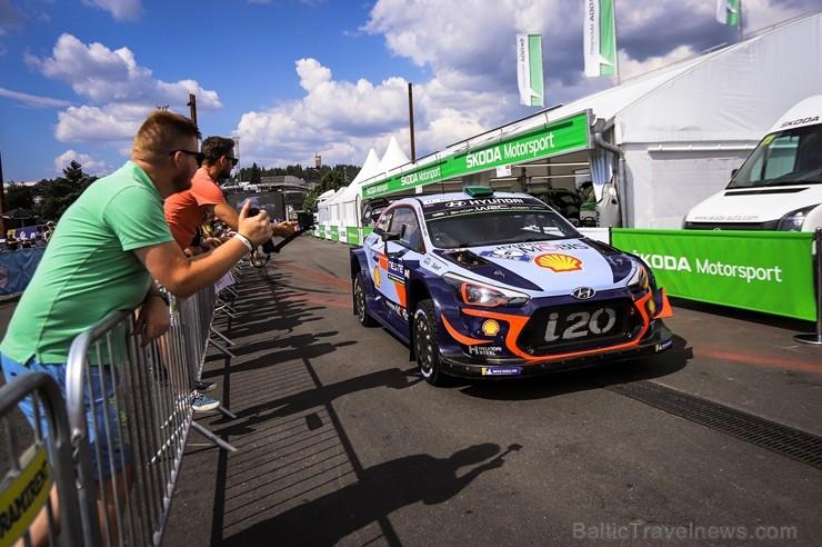 Somijas rallijā Neste Rally Finland 2018 aktīvi cīnās par uzvaru. Foto: Gatis Smudzis
