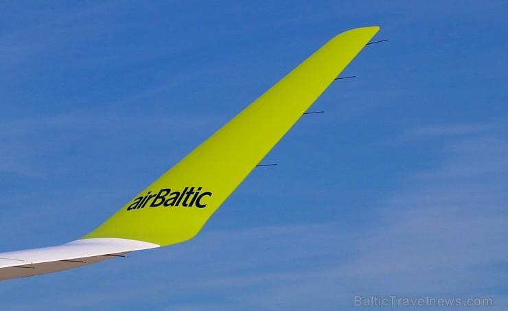 Travelnews.lv iepazīst «airBaltic» jauno lidmašīnu «Airbus A220-300». Atbalsta: Starptautiskā lidosta «Rīga»
