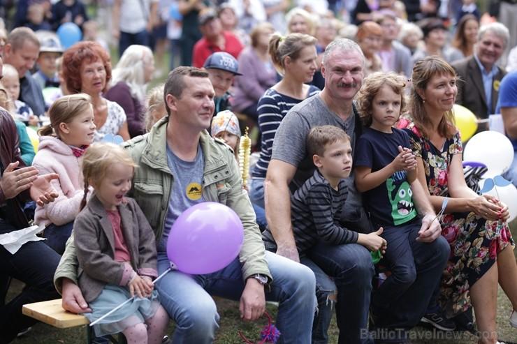 Rīgā notiek Tēva dienai veltīts gājiens
