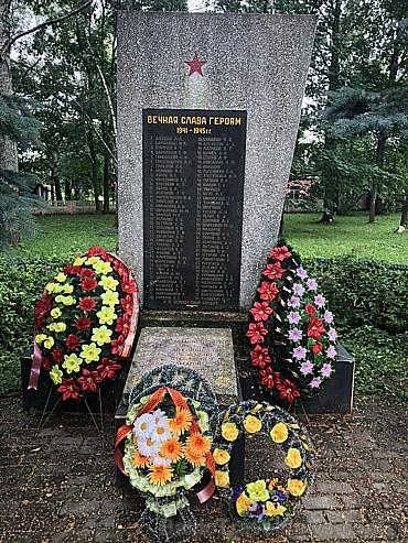 Kara varoņu piemiņas vietas ir katrā ciemā. Tās tiek koptas un labi uzturētas. Netrūka arī  piemiņas vietas ar norādi – Te kādreiz bija ciems. Kara la