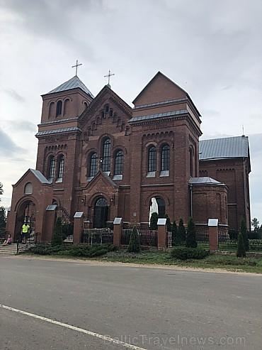 Latvijas pierobežā vēsturiskās baznīcas ir saglabājušās, tālāk uz austrumiem tādas praktiski neredzējām