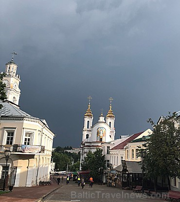 Vietējie stāsta, ka kādreiz Vitebska bijusi neglīta rūpniecības pilsēta. Tagad patīkami izstaigāt centru un Daugavas malas promenādi
