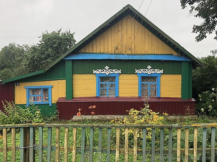 Šī velobrauciena pārsteigums – krāsainās baltkrievu mājas