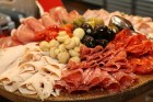 Viesnīcas «Grand Hotel Kempinski Rīga» restorāns «Amber» piedāvā jaunu konceptu «Vēlās brokastis ar ģimeni» 37