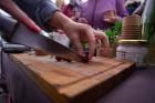 Lai stiprinātu esošās un radītu jaunas putras ēšanas tradīcijas, Starptautiskajā Putras dienā Rīgas centrā vēra vaļā Simtgades putras vēstniecību 22