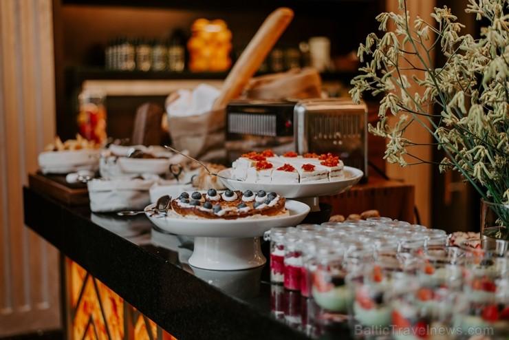 Vecrīgas restorāns «Amber» katru svētdienu piedāvā jaunu konceptu «Vēlās brokastis ar ģimeni». Foto no Aksels Zirnis Photographie